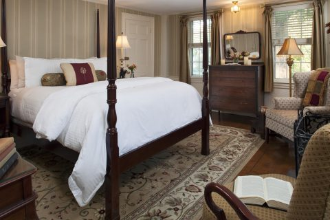 Cape Cod Accommodation - Chatham Light - Bed Area