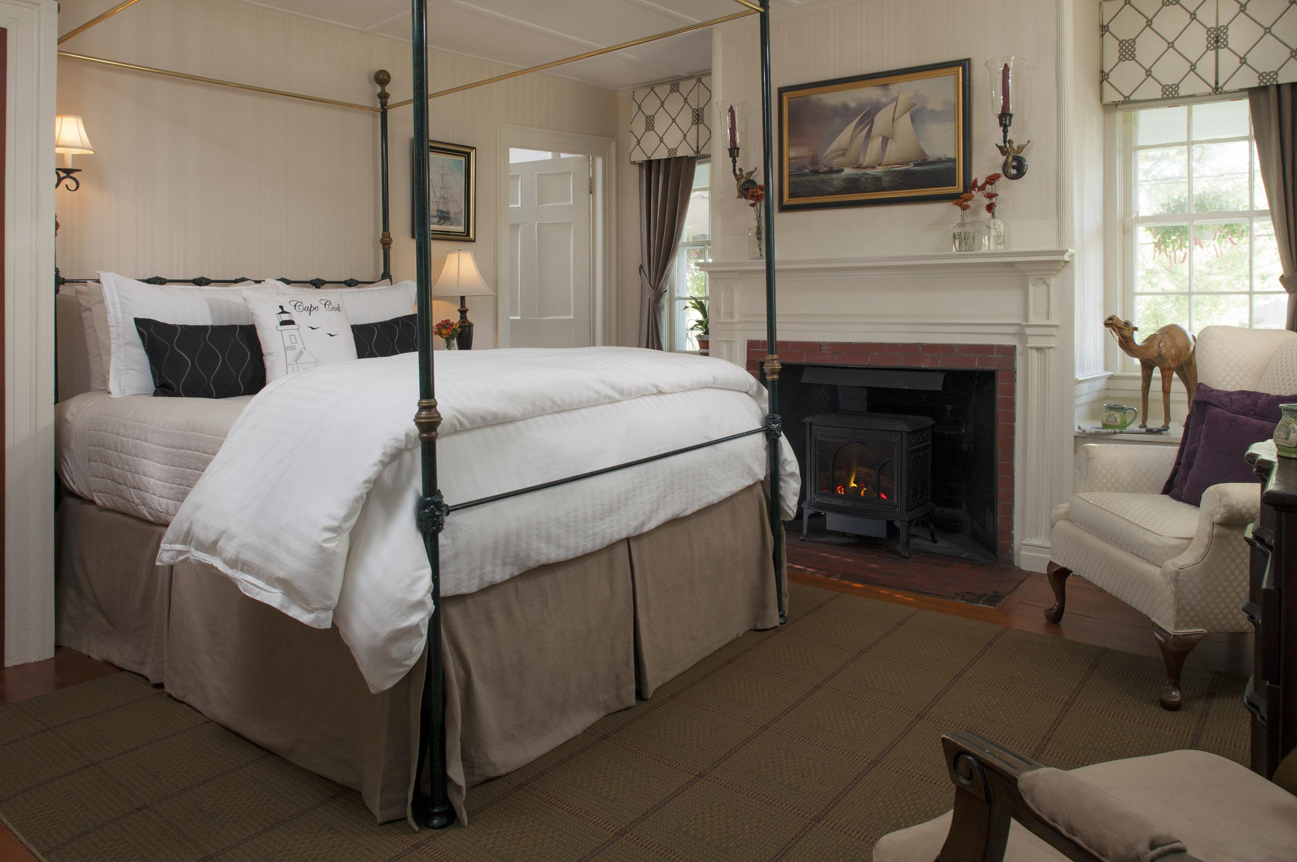 Cape Cod Accommodation - Long Point Light - Bed Area