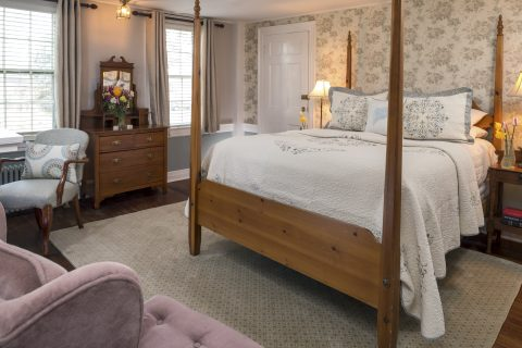 Highland Light Room with four poster bed